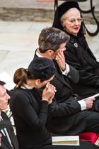 Königin Margrethe, Kronprinz Frederik, Kronprinzessin Mary und weitere enge Familienmitglieder von Prinz Henrik (†) weinen bei der Trauerfeier