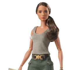 """Ihre Rolle als Lara Croft in """"Tomb Raider"""" hat Alicia Vikander zumindest schone eine Ehrung eingebracht: Die Schauspielerin wurde als Barbie verewigt. Zumindest bietet die Puppe, die eher einer Actionfigur gleicht, etwas Abwechslung im sonst so modelastigen Barbie-Universum."""