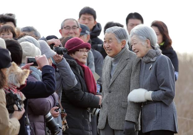 19. Februar 2018  Den Sapziergang des Kaiserpaares beobachten etliche Japaner. Und haben das Privileg, einen kleinen kaiserlichen Smalltalk zu erleben.