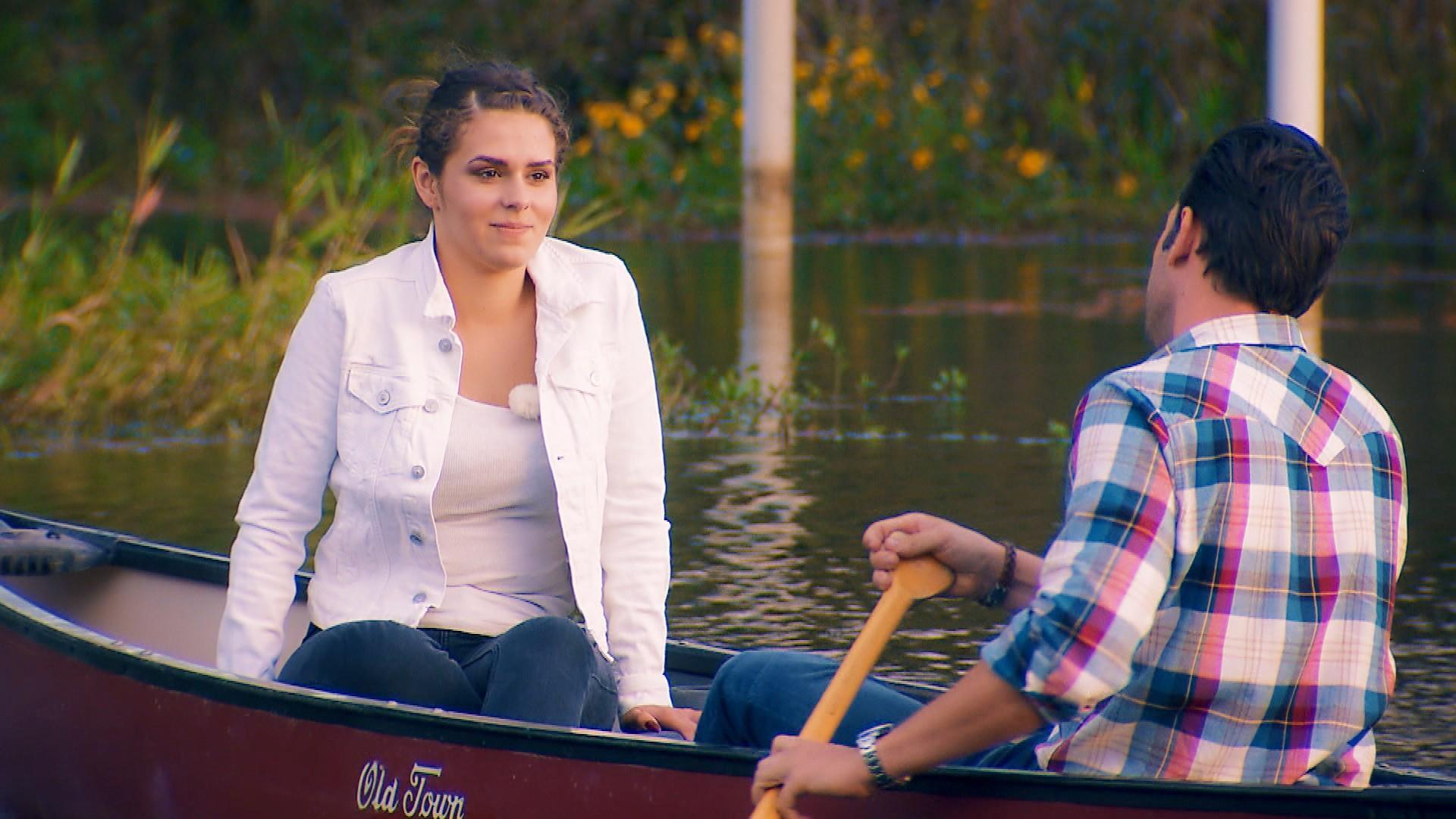 Janine Christin genießt einen Bootsausflug mit Daniel