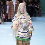 """Alessandro Michele, Kreativdirektor von Gucci, kreierte eine Show, die durchaus auch verstörend auf den ein oder anderen Betrachter wirken könnte. Michele ist bereits im Posthumanismus angekommen. """"Cyborg"""", so nannte er die Gucci-Show, bezeichnet hybride Identitäten - zusammengesetzt aus verschiedenen Kulturen."""