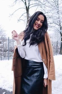 In München hat der Wetter-Petrus ordentlich Schnee gelassen. Rebecca Mir nimmt dies zum Anlass ihren Followern ihr heutiges Outfit zu präsentieren.