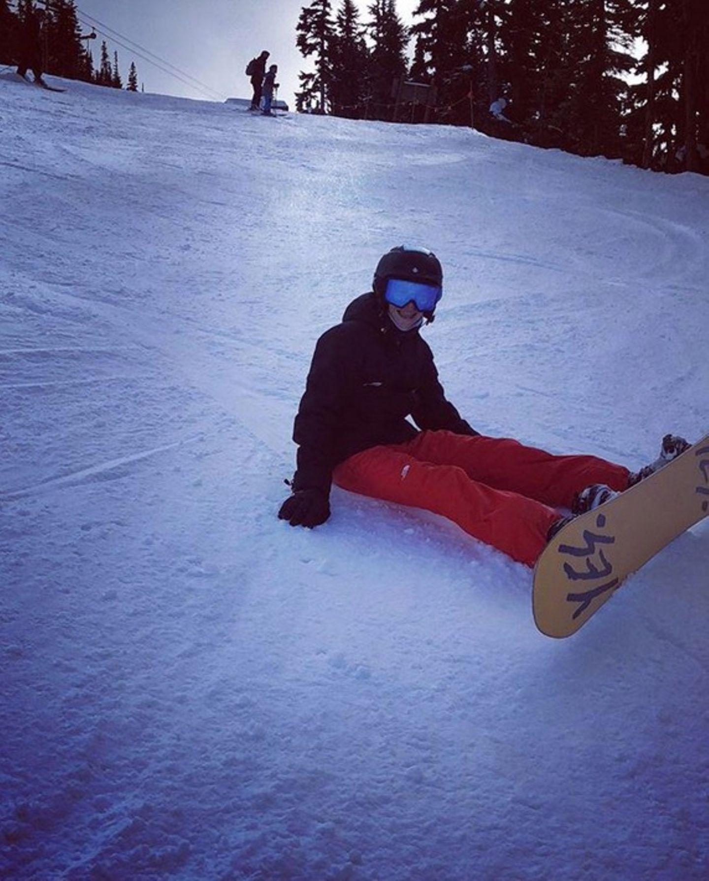 Die Familie Beckham verbringt aktuell ihren Winterurlaub im kanadischen Whistler. Söhnchen Romeo hat sichtlich Spaß beim Snowboarden.