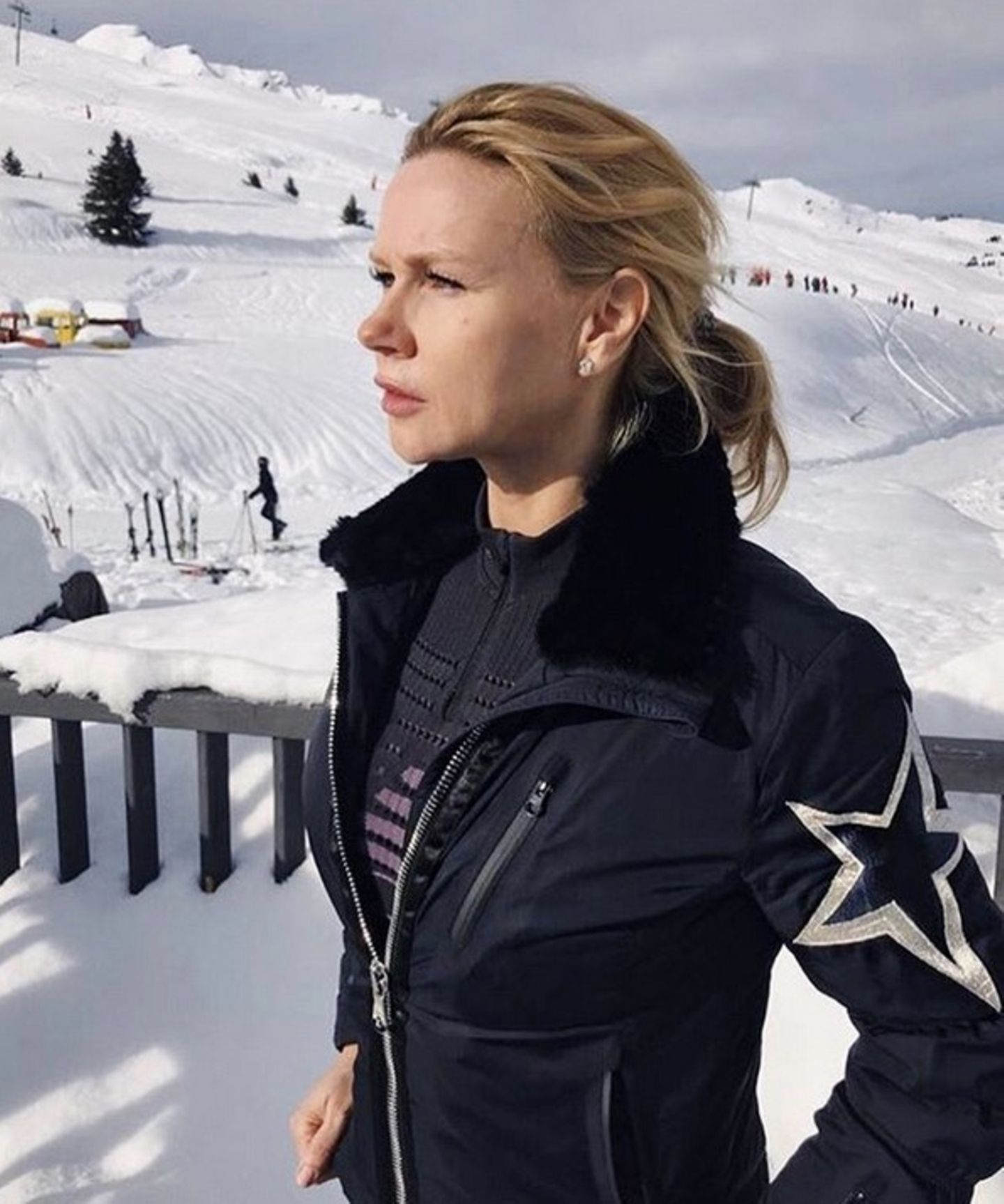 Passend zu den olympischen Winterspielen postet Veronica Ferres ein hübsches Foto in einer romantischen Schneelandschaft.