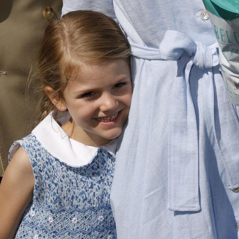 Prinzessin Estelle freut sich auf Geschenke