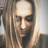 Nachdem Bachelor Daniel Völz ihr keine Rose gegeben hat, scheint sich die Kandidatin Janine Christin für ein Umstyling entschieden zu haben: Ihre dunklen Haaren gehören jetzt der Vergangenheit an, denn jetzt ist sie eine Blondine.