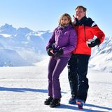 26. Februar 2018  Die niederländische Königsfamilie posiert in ihren Skioutfits für die Fotografen. Für diesen schönen Spaß im Schnee haben sich über 60 Journalisten versammelt.