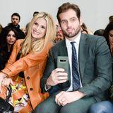Wer darf in der Front-Row von Trussardi natürlich nicht fehlen? Richtig: Sonnenschein Michelle Hunziker und ihr Mann, Konzern-Erbe Tomaso Trussardi
