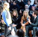 Nicht nur Michelle und Tomaso sitzen ganz vorne, auch Michelles SchwiegermutterMaria Luisa Trussardi hat neben den beiden Platz genommen.