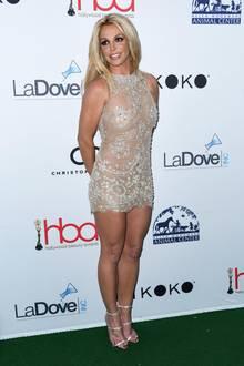 Zu den Hollywood Beauty Awards erschien Sängerin Britney Spears in einem sehr knappen Glitzerkleid auf dem Red Carpet. Doch auch ihre Schuhe sorgten für Aufsehen ...