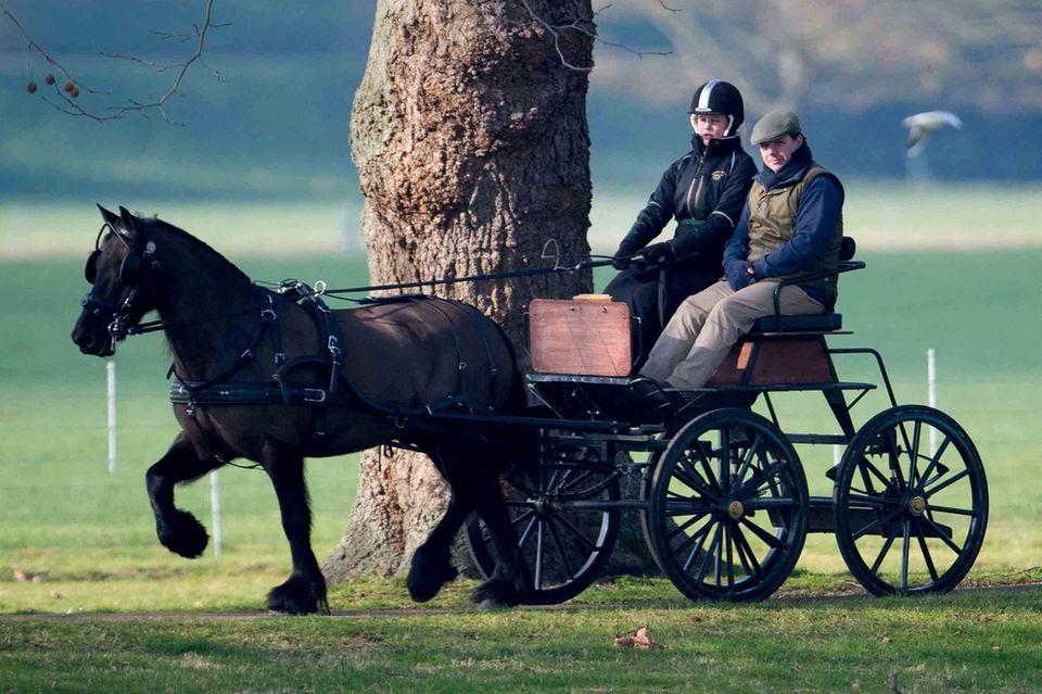 Im flotten Trab lenkt Lady Louise Windsor ihr Fellpony durch den Park von Windsor am letzten Sonntag.