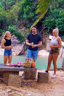 Daniel hat Kristina, Svenja und Carina (v.r.n.l.) zu den Dreamdates nach Vietnam entführt