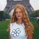 Lange bevor Chiara Ferragni die 11-Millionen-Follower-Marke auf Instagram knackt, ist sie das natürliche Mädchen von nebenan. Rote Locken, ein etwas unbeholfener Style und lediglich als Touri in Paris unterwegs - damals ist sie von ihrem heutigen Luxus-Lifestyle weit entfernt.