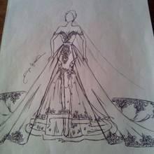 Von der Skizze zum fertigen Kleid
