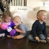 7. November 2017  Die Baldwin-Kids haben sichtlich Spaß. Carmen Gabriela spielt mit Leonardo, dem jüngsten Spross der Familie, während Rafael begeistert lacht.