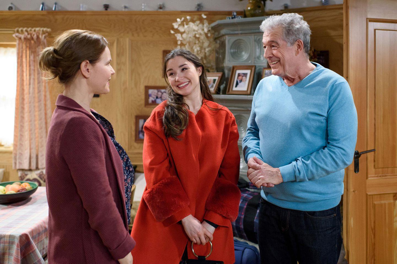 """Jeannine Michèle Wacker (Mitte) übernimmt ab Folge 2901 eine Gastrolle als """"Clara Lechner"""". Hier steht sie mit ihren Kollegen Bojana Golenac und Joachim Lätsch vor der Kamera"""