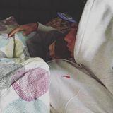 """8. Februar 2018  Mit den Zeilen """"Papa ist immer da"""" postet Pietro Lombardi dieses Foto von sich und Söhnchen Alessio eingekuschelt in eine Bettdecke."""