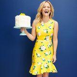 """Reese Witherspoon hat auf ihrem Instagram-Account spannende Neuigkeiten zu berichten. Ihr Label """"Draper James"""" wird demnächst mit einem großen einer großen Luxus Kaufhauskette kooperieren. Da wird natürlich mit einer groooßen Torte gefeiert."""
