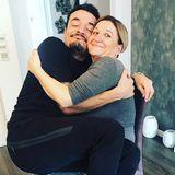 """""""Wir italienischen Männer sollen viel zu sehr an unserer Mutter hängen???  Immer diese Klischees!"""", postet Giovanni Zarrella. Dazu dieses lustige Foto mit Mama Clementina."""