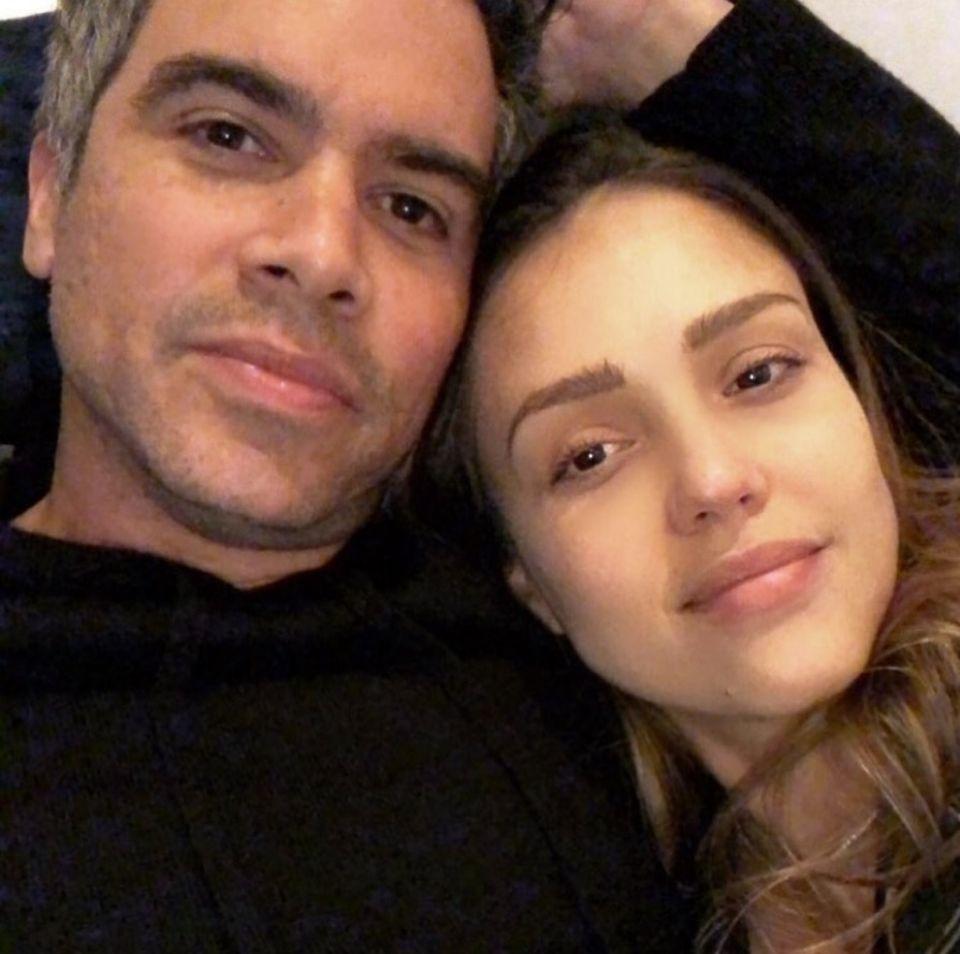 17. Februar 2018  Jessica und Ehemann Cash Warren genießen die gemeinsame Pärchenzeit eingekuschelt vor dem Fernseher.