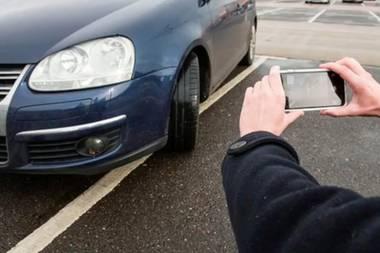 Verkehrsmaßnahme: Dieses Unternehmen bezahlt alle, die Falschparker anschwärzen
