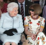 "Queen Elizabeth und Anna Wintour bei der ""London Fashion Week"""