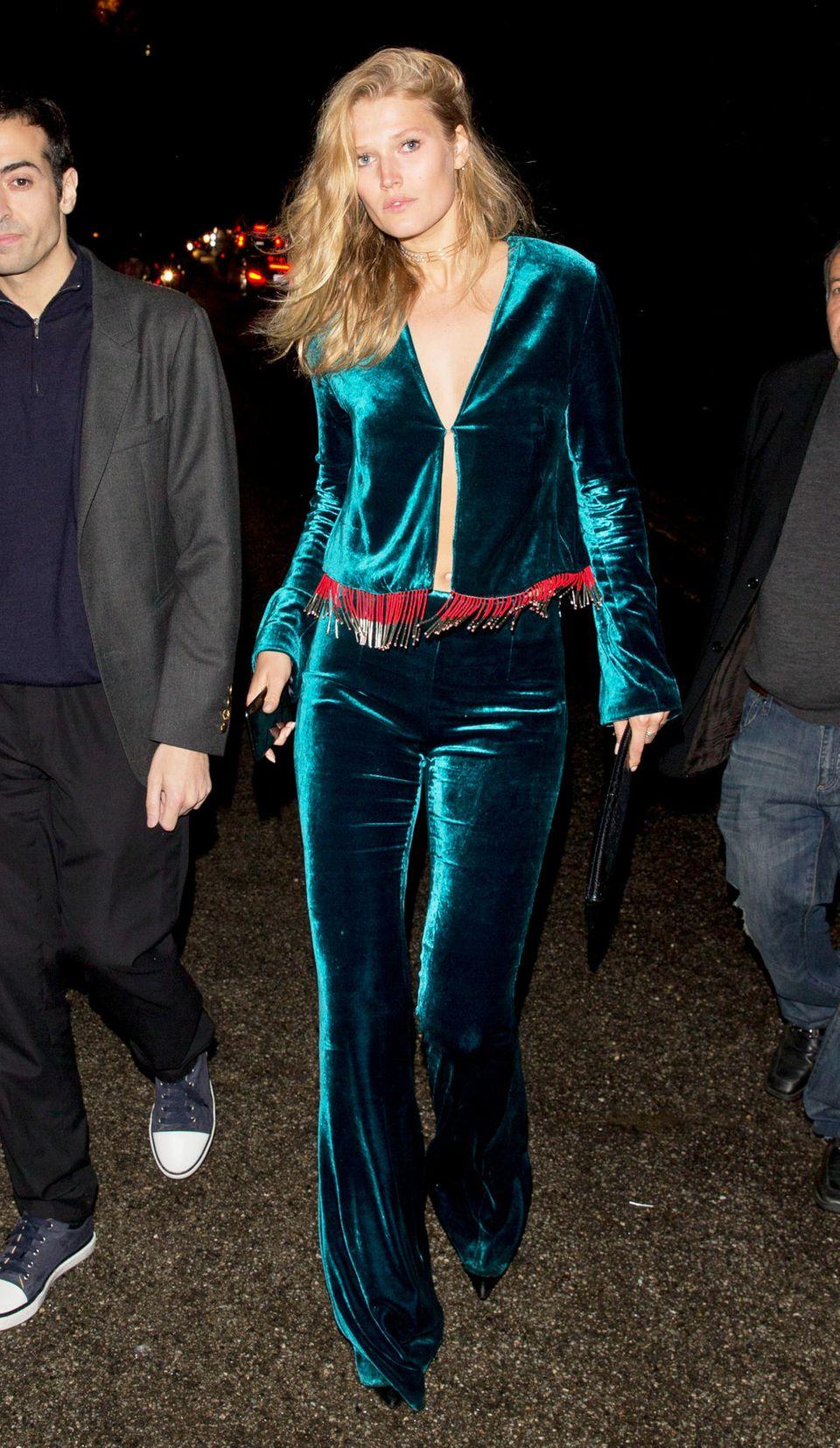 WME's Pre-Oscar Soiree  In diesem samtigen Zweiteiler könnte Toni Garrn problemlos zu einer ABBA-Themenparty gehen.