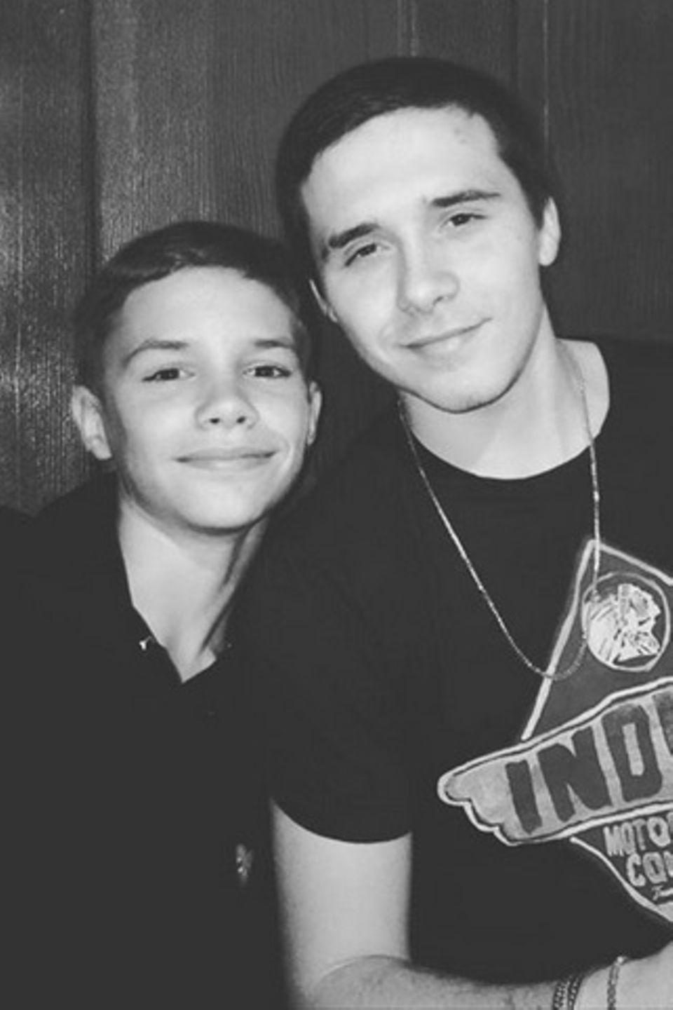 """4. März 2018  Romeo wünscht """"dem besten Bruder der Welt"""" mit diesem schönen Schwarz-Weiß-Foto alles Gute zum Geburtstag."""