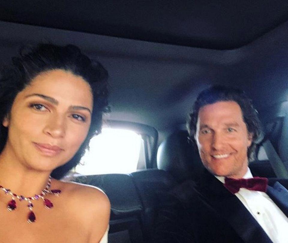 """Mit der Limousine geht es für Camila Alves und Matthew McConaughey ins """"Dolby Theatre""""."""