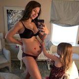 """3. März 2018  """"Hallo drittes Trimester"""", postet Hilaria Baldwin. Nicht mehr lange und sie kann sich Mutter von vier Kindern nennen."""