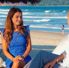 Kristina (li.) zeigt sich von ihrer besten Seite, um Daniels Mutter Rebecca davon zu überzeugen, dass sie die richtige Partnerin für ihren Sohn ist.