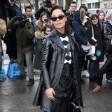 """Ganz cool: """"Thor""""-Star Tessa Thompson zeigt sich bei der Valentino-Show in Schwarz-Weiß"""