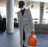 Auch wenn Emma Stone versucht sich hinter ihrer Cap zu verstecken, haben wir sie trotzdem am Flughafen in Los Angeles erkannt.