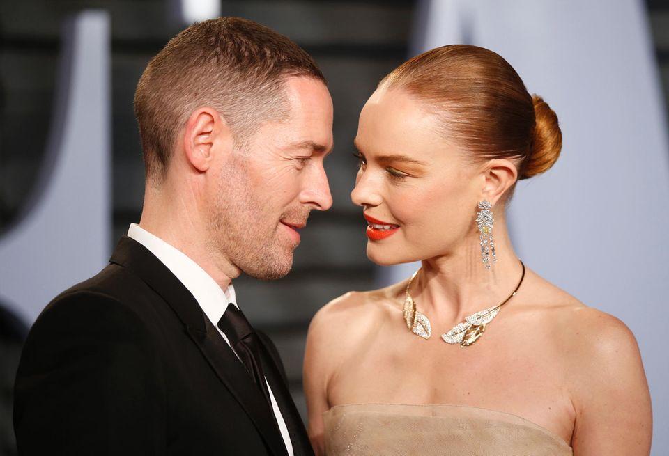 Tiefe, leidenschaftliche Blicke bei Kate Bosworth und ihrem Ehemann Michael Polish.