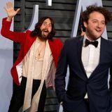 Jared Leto ist in Partystimmung. Der Schauspieler erscheint gutgelaunt auf der Party mit einem Freund.