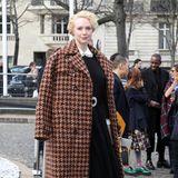 """""""Game Of Thrones""""-Star Gwendoline Christie zeigt sich bei Miu Miu im Hahnentritt-Look."""