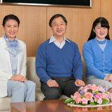 23. Februar 2018  Prinz Naruhito feiert seinen 58. Geburtstag mit einem neuen Foto, das ihn - wie jedes Jahr - mit Ehefrau Masako und Tochter Aiko zeigt.