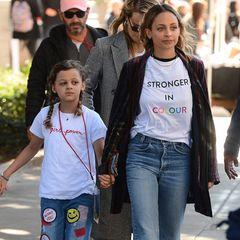 """Früh übt sich, wer Feministin sein will: Harlow Madden hat von ihrer Mutter Nicole Richie ganz viel """"Girl Power"""" geerbt und lässt das alle mit ihrem Shirt wissen."""