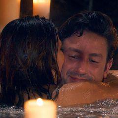 Kristina und Daniel kommen sich im Whirlpool näher.