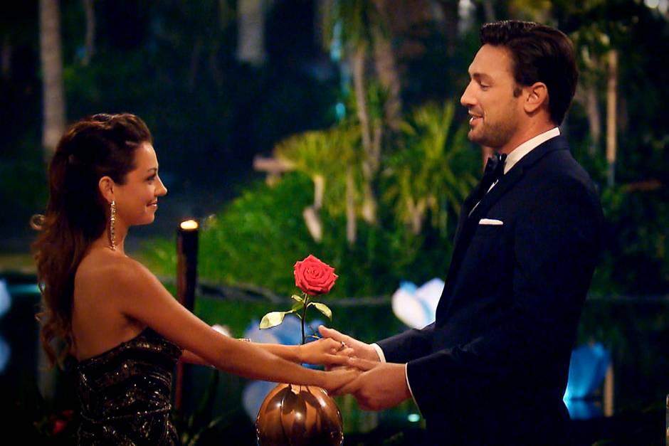 Während Daniel Kristina gegenüber seine Gefühle offenbart, hofft sie auf die letzte Rose.