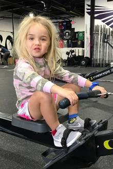 3. März 2018  Die kleine Chloe Trump ist fleißig am Trainieren. Stolz postet Papa Donal Trum Jr. dieses Foto von seinem süßen Sprössling.