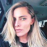 """In ihrer Instagram-Story überrascht Sophia Thomalla mit deutlich blonderen Haaren und schreibt dazu: """"Als Blondine hat man mehr Ausreden"""". Vielleicht ist genau dieser Spruch bereits eine Ausrede und Sophia wollte optisch ihrer Vorgängerin an Gavin Rossdales Seite, Sängerin Gwen Stefani, ein wenig näher kommen."""