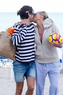 Hollywoodstar Sharon Stone und ihr Toyboy werden in Miami knutschend am Strand gesichtet. Einen Tag vor ihrem 60. Geburtstag lässt die Schauspielerin es sichso richtig gut gehen.