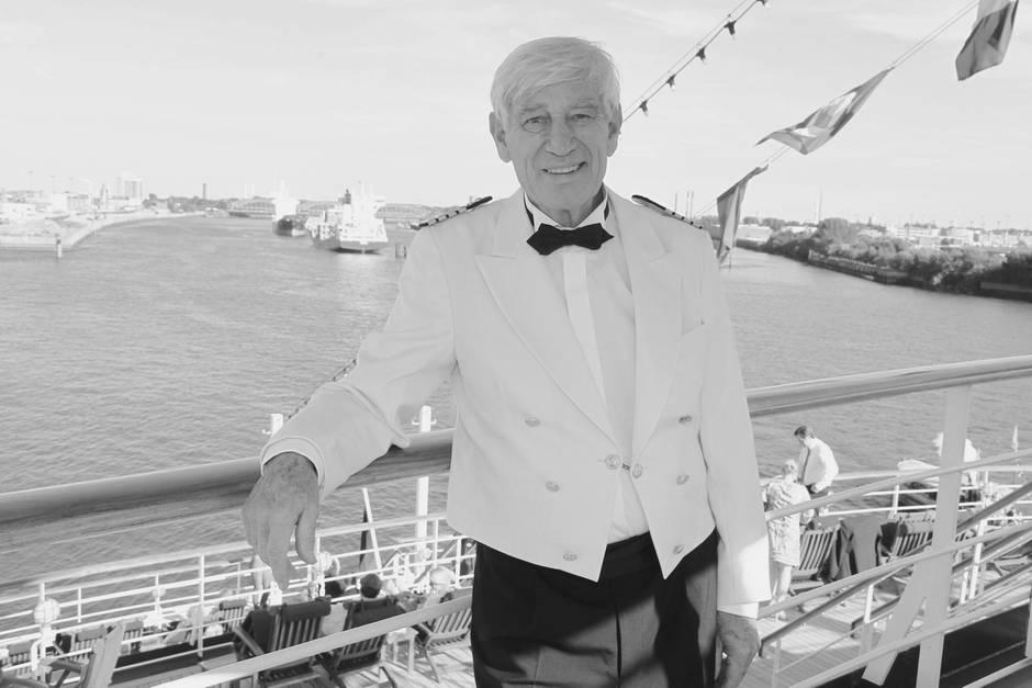 """Siegfried Rauch, hier in seiner Paraderolle als """"Kapitän Paulsen"""" auf dem ZDF-Traumschiff, ist mit 85 Jahren gestorben"""