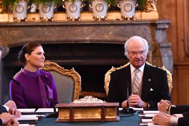 Prinzessin Victoria und König Carl Gustaf geben im Staatsrat den Namen bekannt
