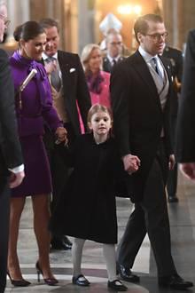 """12. März 2018  Prinzessin Victoria, Prinzessin Estelle und Prinz Daniel kommen beim """"Te Deum""""-Dankesgottesdienst anlässlich der Geburt von Prinzessin Adrienne an - den kleinen Oscar haben sie daheim gelassen."""