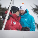 11. März 2018  Zarte Gefühle in Eiseskälte. Kronprinz Haakon und Mette Marit tauschen mitten im Schneegestöber Zärtlichkeiten aus.