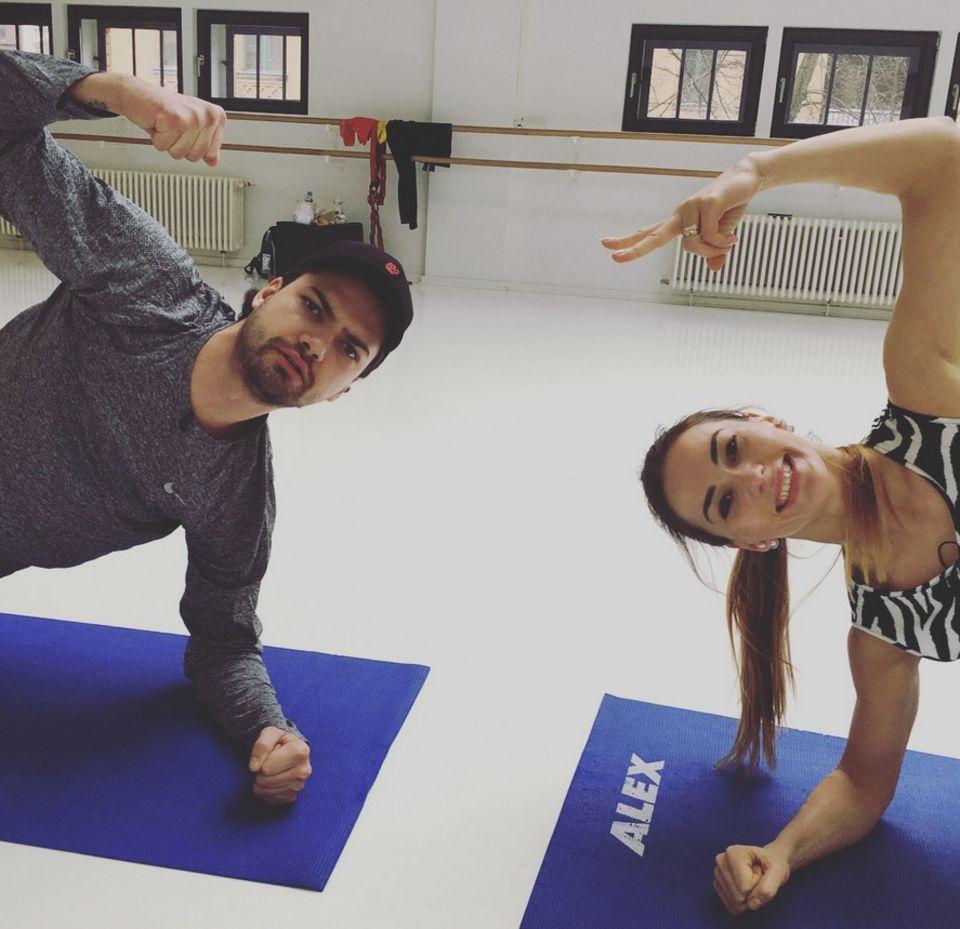 Jimi Blue Ochsenknecht schaut noch nicht so wirklich begeistert beim Training mit Tanzpartnerin Renata Lusin.
