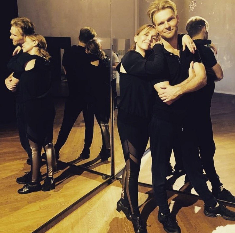 Kuschelkurs? Nein, hier wird hart trainiert. Tina Ruland und Tanzpartner Vadim Garbuzov scheinen sich blendend zu verstehen.