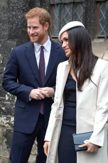 Angeaelos, Erzbischof der Koptisch-orthodoxen Kirche Londons, Prinz Harry und Meghan Markle unterhalten sich freudestrahlend.